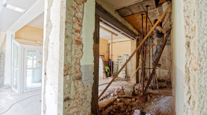 Rénover un bien immobilier : quelques astuces pour économiser sur son budget